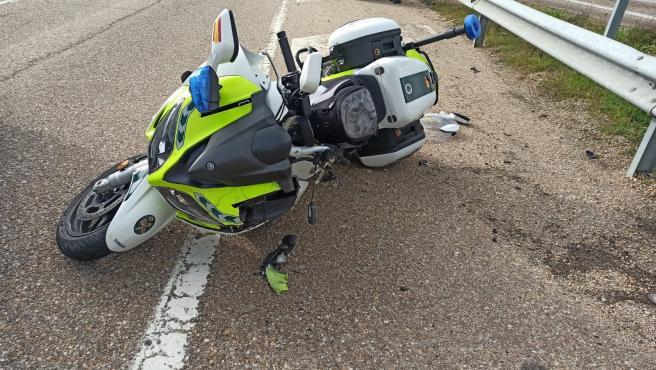 Motocicleta en la que ha sufrido el accidente el guardia civil en villardefrades valladolid